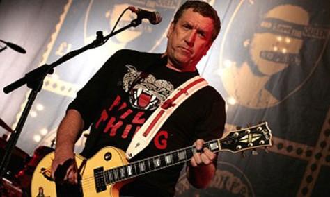 10 chitarristi famosi che non sono capaci di suonare la chitarra Steve Jones
