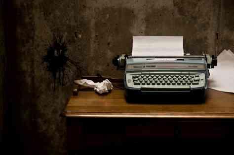 10 domande che fanno rimpiangere a uno scrittore di non essere un semplice lettore - macchian da scrivere